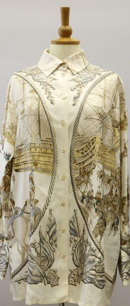 HERMES Paris  Longue chemise en soie imprimée...