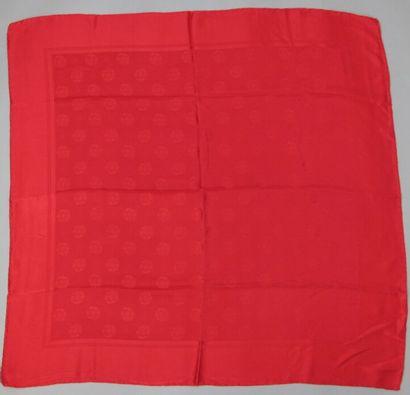 CHANEL  Carré en soie damassée rouge motif...