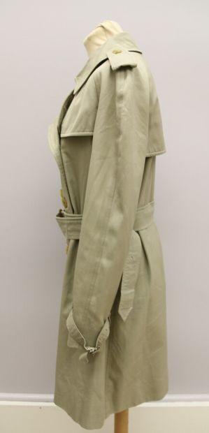 BURBERRYS  Trench en gabardine de coton mélangé avec sa ceinture.  Taille 36/38...