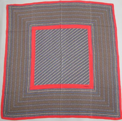 CHANEL  Carré en soie imprimé motif rayures...