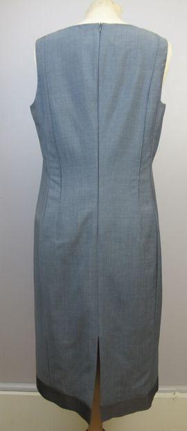 CERRUTI 1881  Tailleur robe en laine et mohair gris. Robe droite sans manche et...