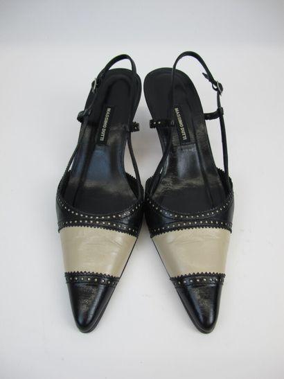 MASSIMO DUTTI  Paire de sandales en cuir...