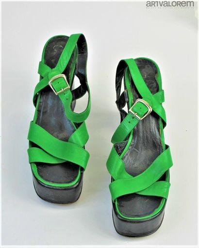 Paire de sandales à lanière en cuir vert,...