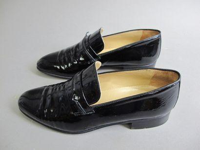CHARLES JOURDAN  Mocassins en cuir noir...