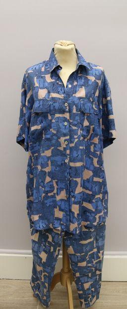 ALAIA Paris  Ensemble chemise et pantalon en coton imprimé motif géométrique bleu...