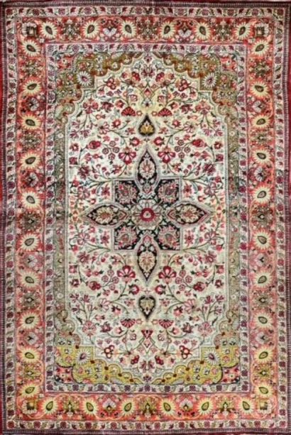 Fin Ghoum en soie (Iran), époque du Shah,...