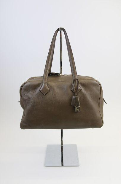 Hermès Paris  Sac à main Victoria 36 cm en...