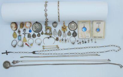 Bagues, chapelet, médailles, camée, broche...