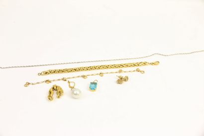 Lot de bijoux fantaisie en plaqué or comprenant:...