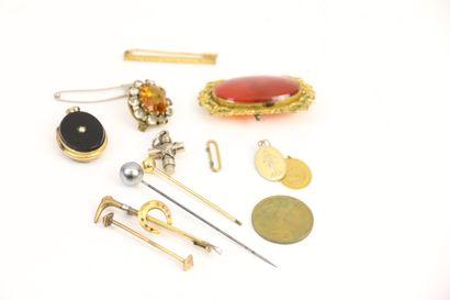 Ensemble de bijoux fantaisie: chaîne, collier,...