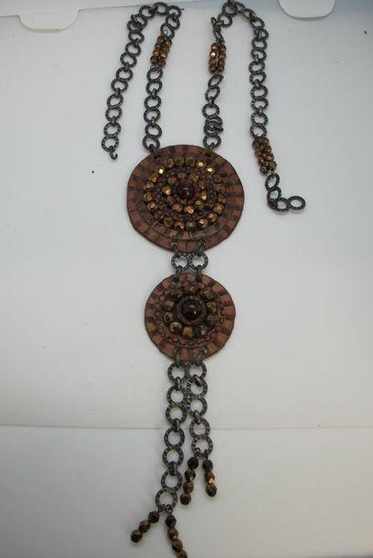 Collier à double motif rond en cuir agrémenté...