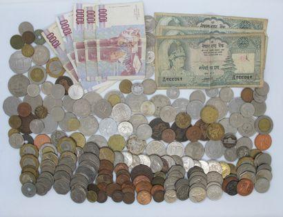 Lot de monnaies diverses, billets Népal,...