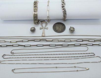 Lot de bijoux en argent comprenant : une...