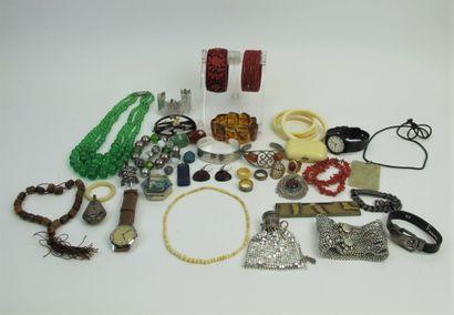Ensemble de bijoux fantaisies : Montre Kelton,...