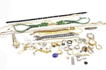 Ensemble de bijoux fantaisies comprenant...