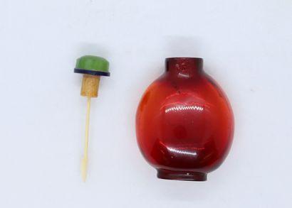 Tabatière chinoise en verre soufflé rouge...