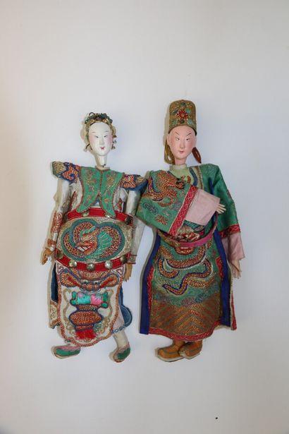 CHINE ou INDOCHINE, circa 1900.  Deux marionettes...