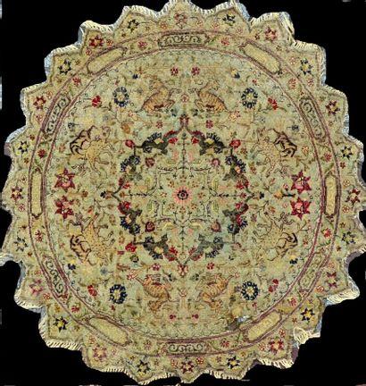 Original et fin tapis de table rond Kayseri...