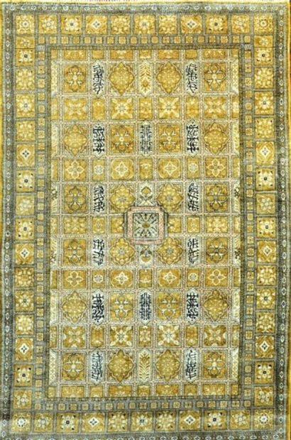 Grand et fin Ghoum en soie (Iran) époque...