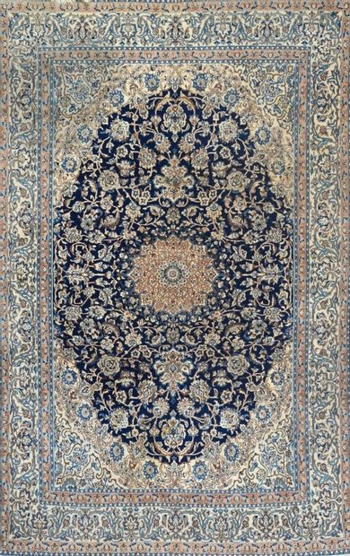 Grand et fin Nain en laine et soie (Iran)...