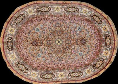 Original et fin Tabriz en soie en relief...