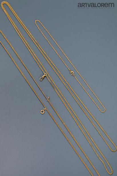 Deux chaînes de montre et une chaîne en or...