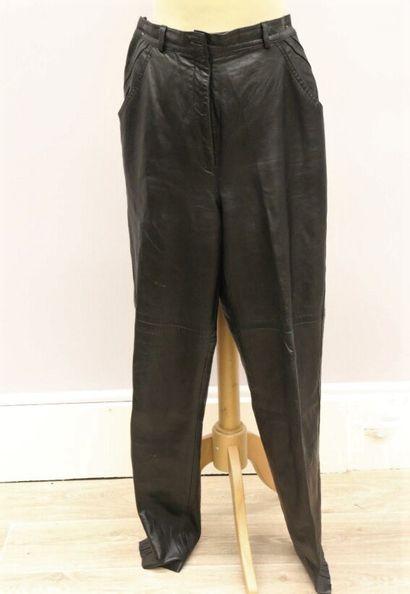 Bruno MAGLI  Pantalon en cuir noir, se ferme...