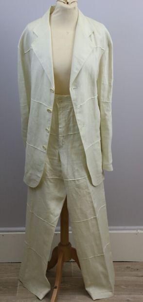 BYBLOS  Costume en lin beige, veste se ferme...