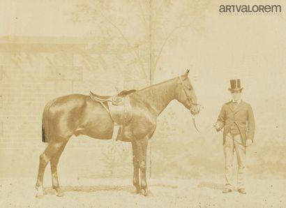 Equitation, cavalier et son cheval. Circa...