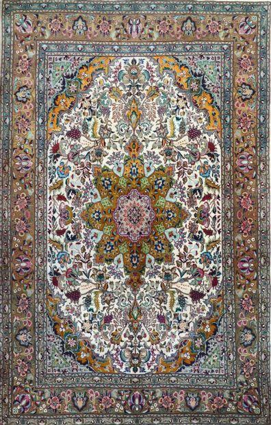 Original et fin Tabriz (Nord-Ouest de l'Iran)...