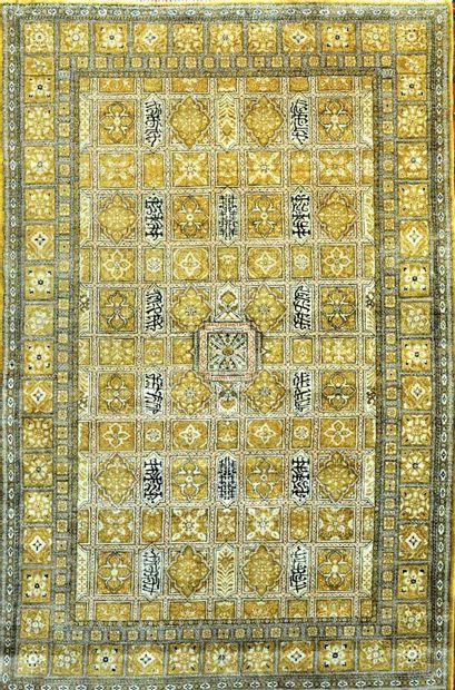 Grand, original et fin Ghoum en soie (Iran)...