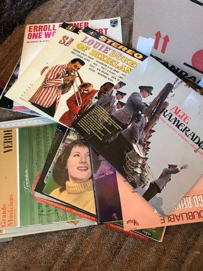 Lot de 23 vinyles divers dont Enrico Morricone,...
