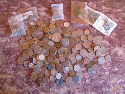 Lot de monnaies européens et étrangères  ...
