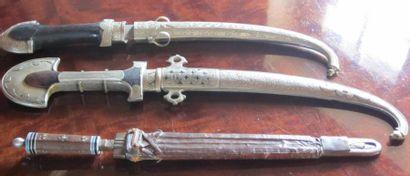 Trois poignards marocains.