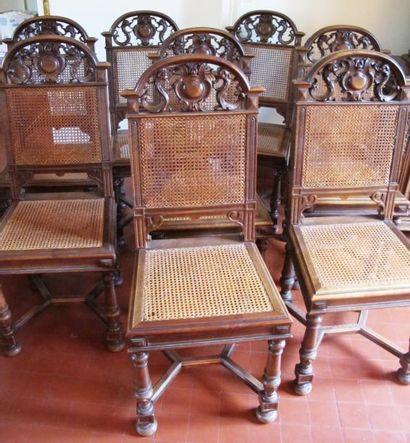 Huit chaises en bois sculpté et canné de...