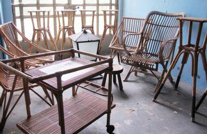 Mobilier en osier et bambou comprenant: quatre...