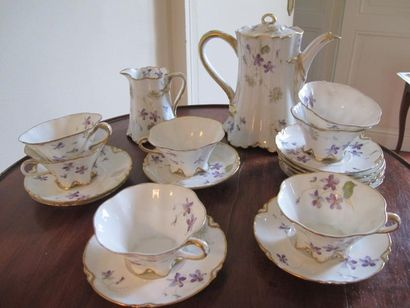 Service à thé en porcelaine blanche à décor...