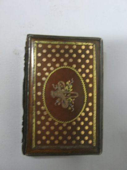 Boîte carrée en écaille blonde à incrustation...