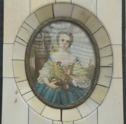 Miniature ovale, « femme à l'oeillet », signée...