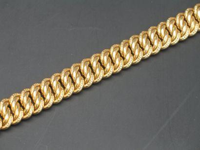 Bracelet en or jaune à mailles articulées...