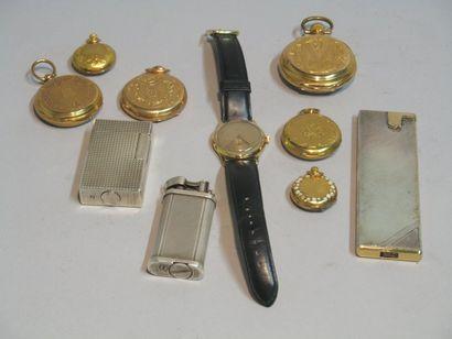 Lot comprenant : un briquet Dunhill en métal,...