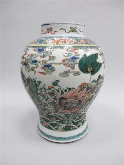 CHINE, Epoque KANGXI (1662-1722). Potiche...