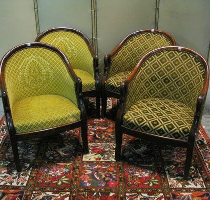 Suite de quatre fauteuils en acajou, accoudoirs...