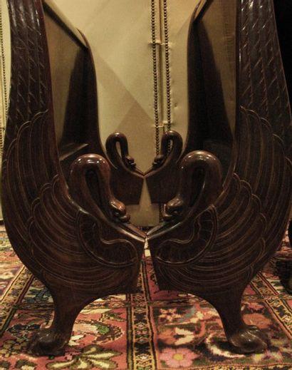 Lit de repos en acajou, montants à décor de col de cygne et palmettes. Epoque R...
