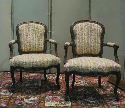 Paire de fauteuils cabriolets en bois naturel...