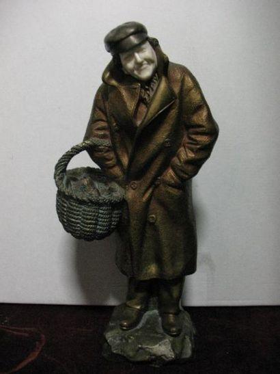 SECAREL (XXe) Statuette chryséléphantine, bronze et ivoire « Pêcheur au panier ...