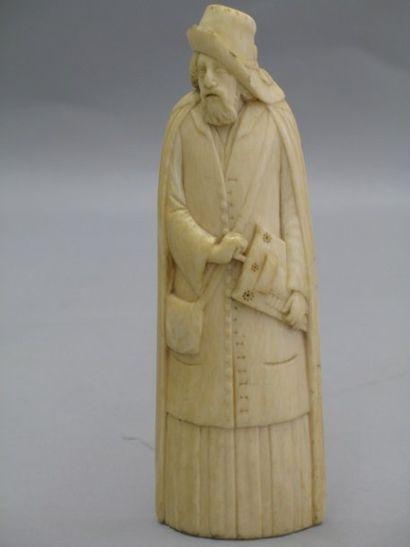 Râpe à tabac en ivoire sculpté d'un homme...