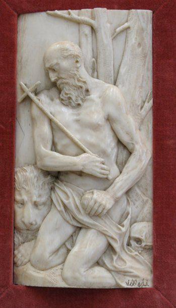 Plaque en ivoire sculpté en fort relief représentant...