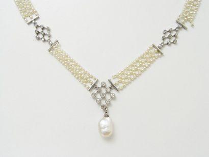 Collier composé de tresses de perles de semence,...