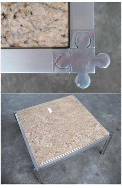Trois tables basses; plateau en granit